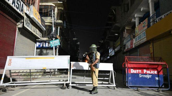 印度向克什米尔大量增兵,当地局势极度紧张.jpg
