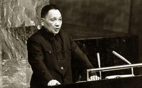 1974年4月,邓小平副总理率中国代表团出席联合国大会第六次特别会议.jpg
