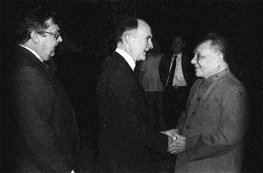 1989年7月2日,美国国家安全顾问Brent Scowcroft(左二)与副国务卿Lawrence Eagleburger(左一)秘密会见中共领导人邓小平g.jpg