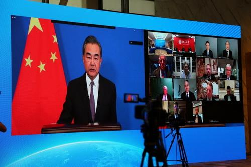 2020年7月9日,国务委员兼外长王毅向中美智库媒体视频论坛发表致辞.jpg