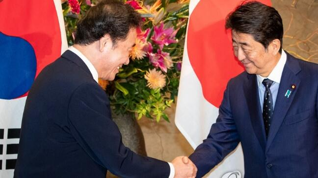 韩国总理与安倍晋三会谈.jpg